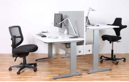 ... Benefits Of Having Sit Stand Desks For Their Employees, Many Businesses  Are Now Expanding The Trend To Meeting Rooms. Standing Meetings Have Been  Shown ...